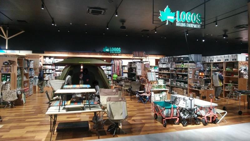 ロゴス売り場の全景