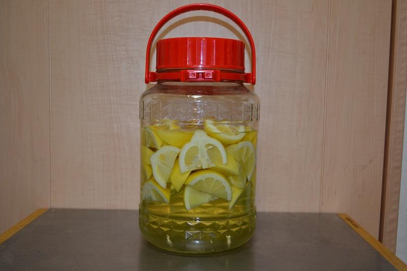 漬けて1週間のレモンの浸漬酒