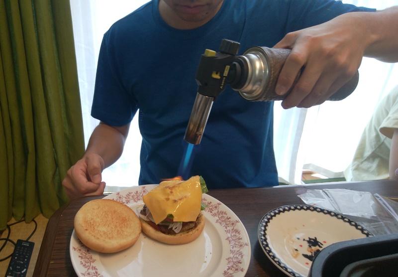 ハンバーガーのチーズを溶かすのにも使える