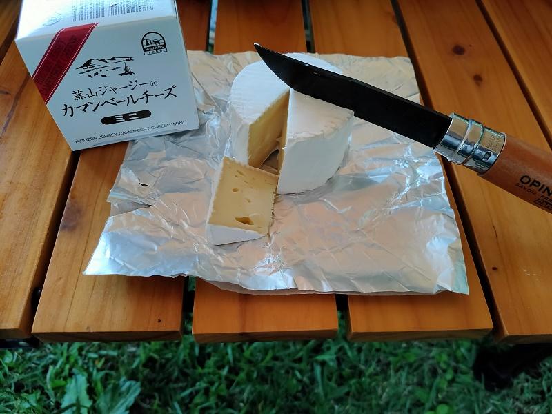 ジャージーカマンベールチーズを食べる