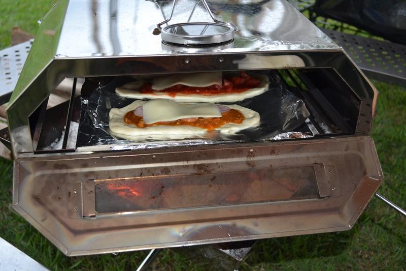 ピザオーブンはナンを焼くのもお手のもの