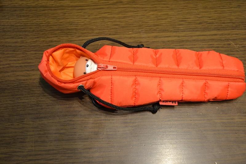 寝袋型ペンケース