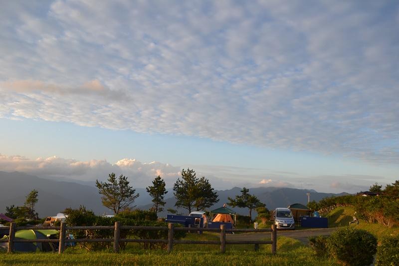 左側のサイトは雲海がよく見えそう…ゆとりすとパーク大豊