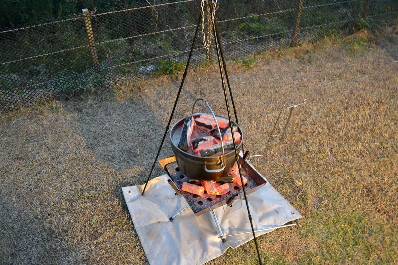 鯛の塩釜を焼いている