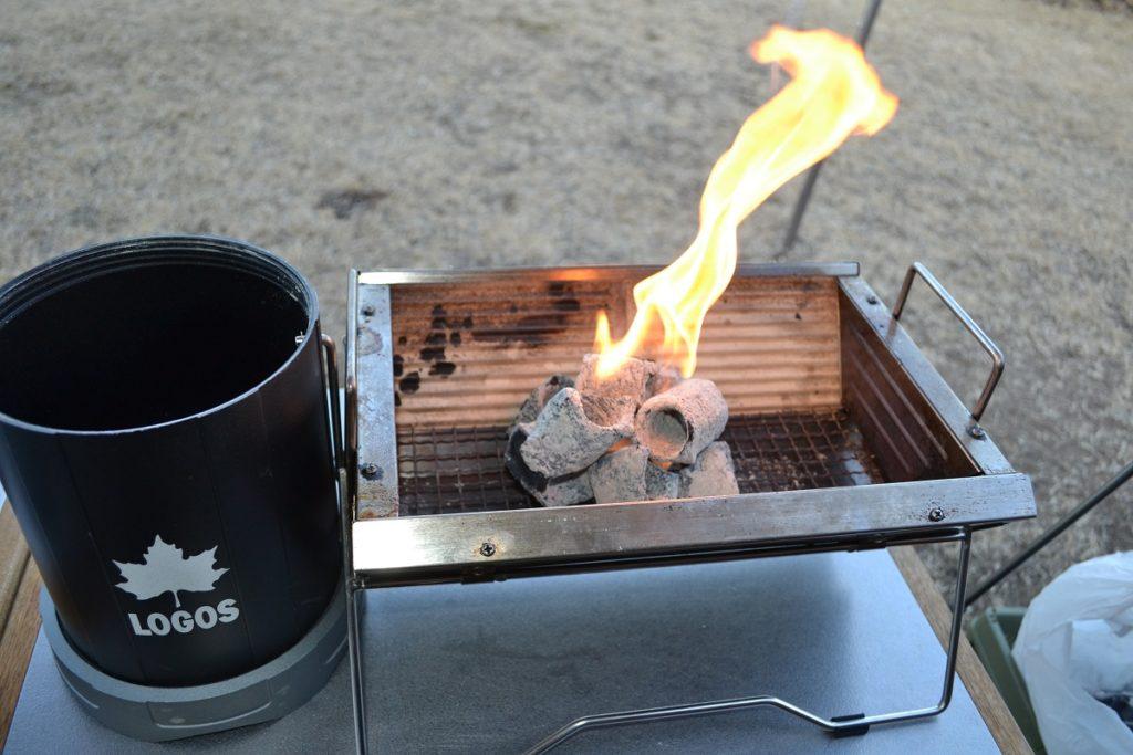前回火消壺で鎮火した炭を利用