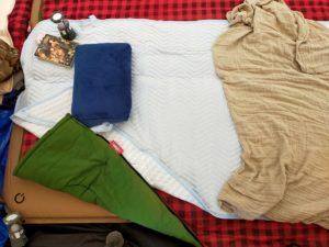 夏キャンプの夜を快適にするために家の敷きパッドを使う