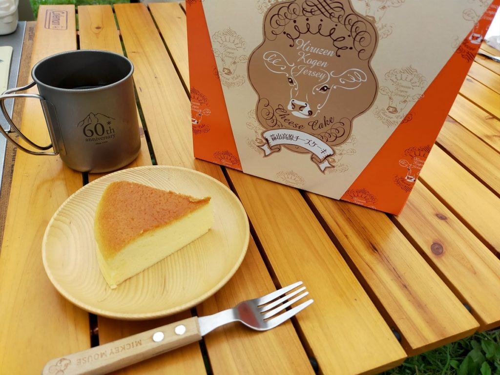 蒜山高原センターで購入したチーズケーキでおやつタイム