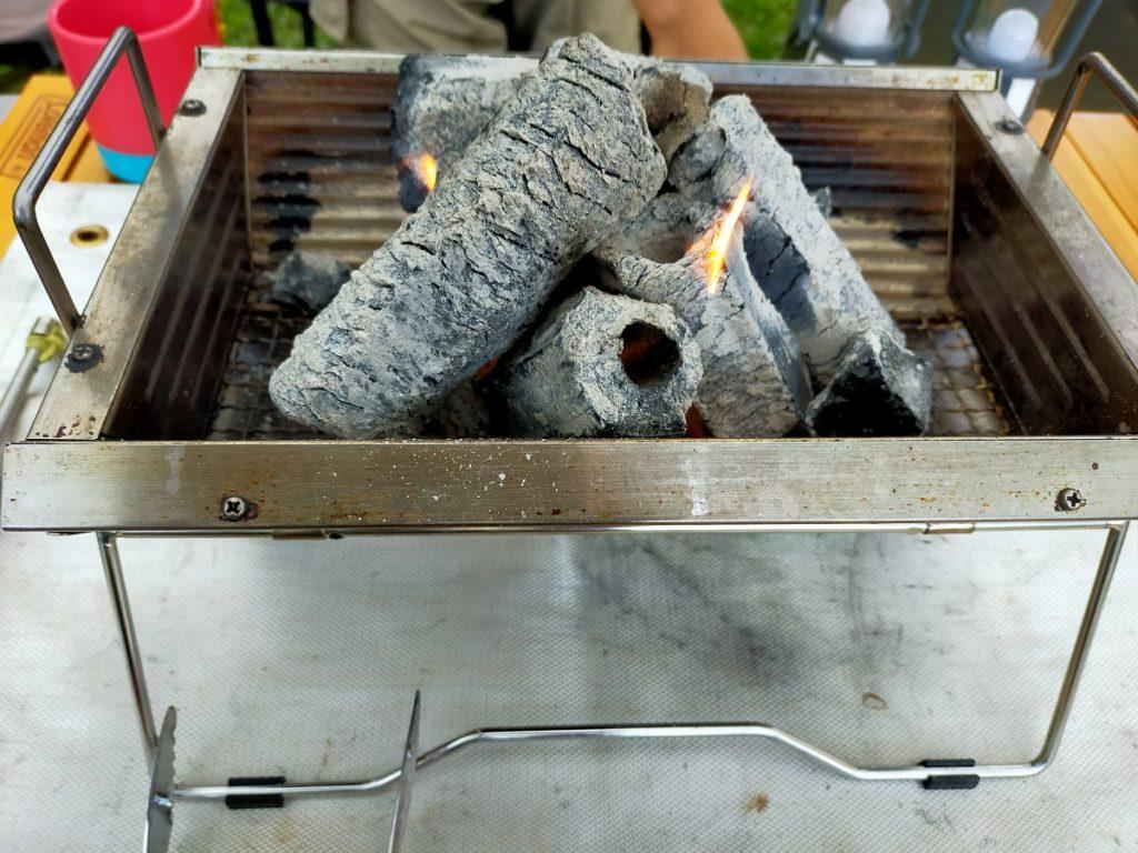 消し炭を使って炭熾し